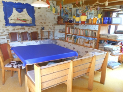 salle à manger du gîte familial en Ardèche