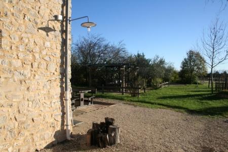 Vue depuis la cour de la maison familiale de vacances en Ardèche
