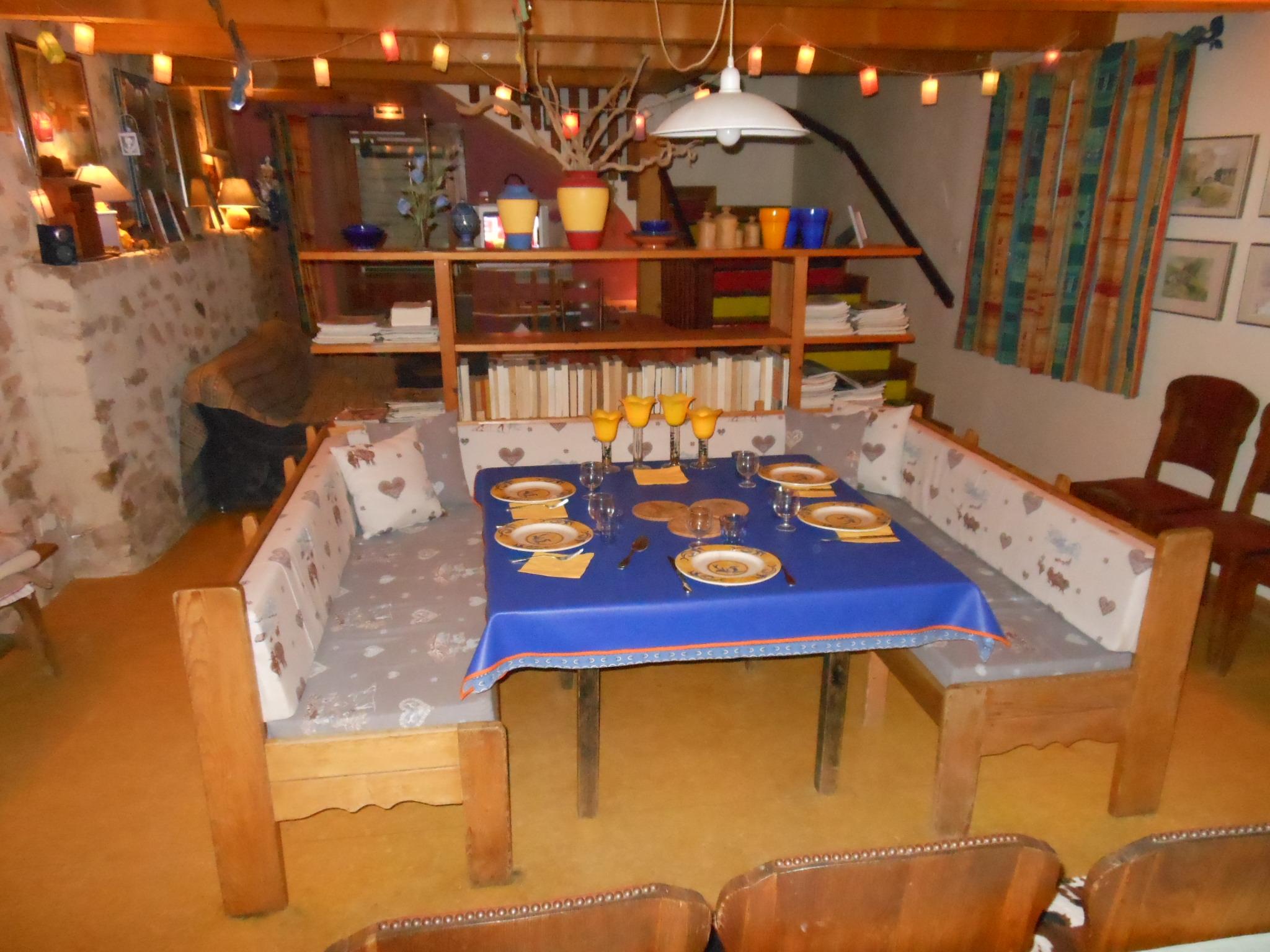 La table est montée pour la réception de vos amis.
