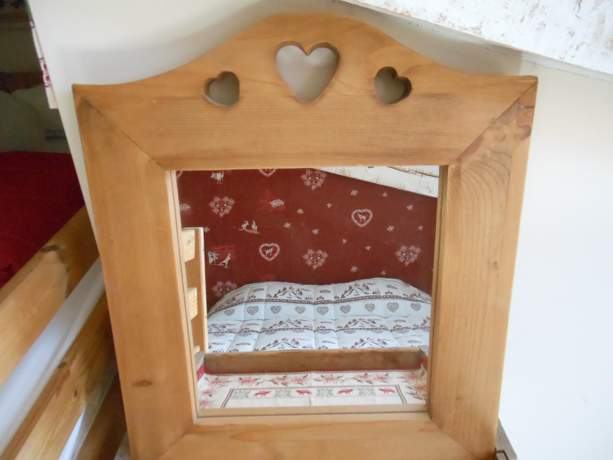 La couverture piquée de la chambre montagne, fabriquée à Saugues par la Filature Laurent, en Haute Loire, pure laine d'Auvergne.