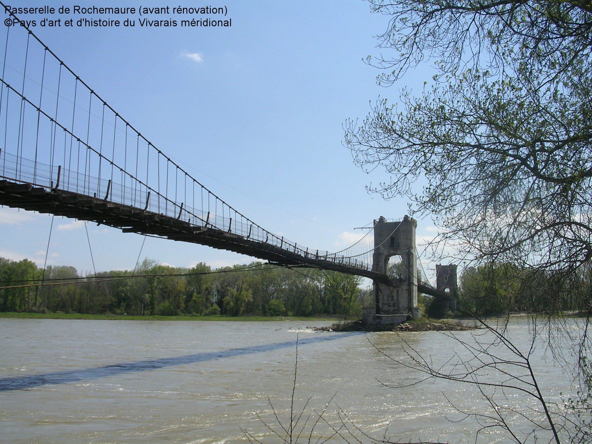 Le vieux pont sur le Rhône au Teil en Ardeche