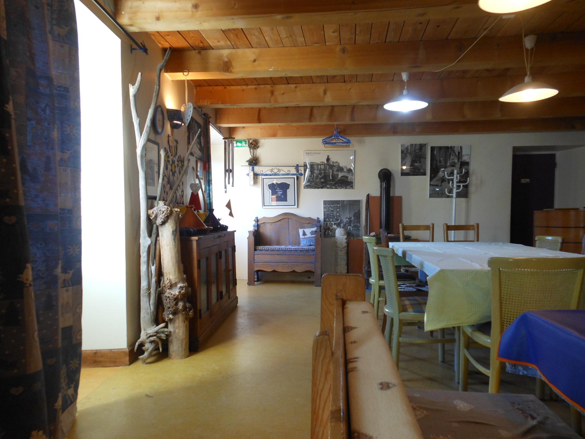 15 amis en salle pour le weekend location gite 20 personnes en ard che location g te de. Black Bedroom Furniture Sets. Home Design Ideas