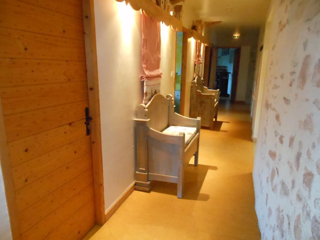 Couloir distribuant les chambres de la maison bleue