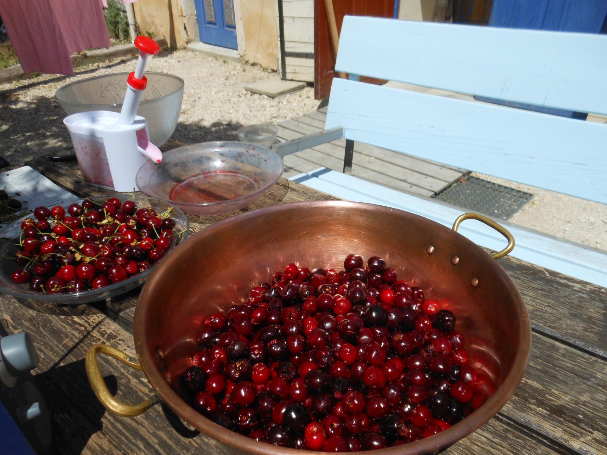 Confection de confiture de cerises à la maison bleue (9)