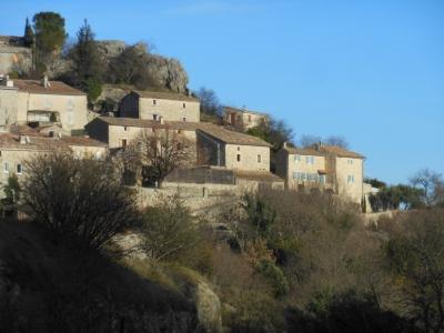 Le village perché de Gras, côté vallon.