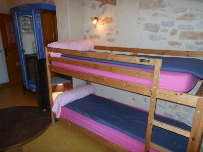 Le refuge, une des 5 chambres de la maison bleue en Ardèche.