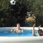 Jeux d'eau à la piscine du gite de groupe