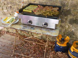 Cousinade en Ardèche, barbecue et plancha le temps d'un grand weekend