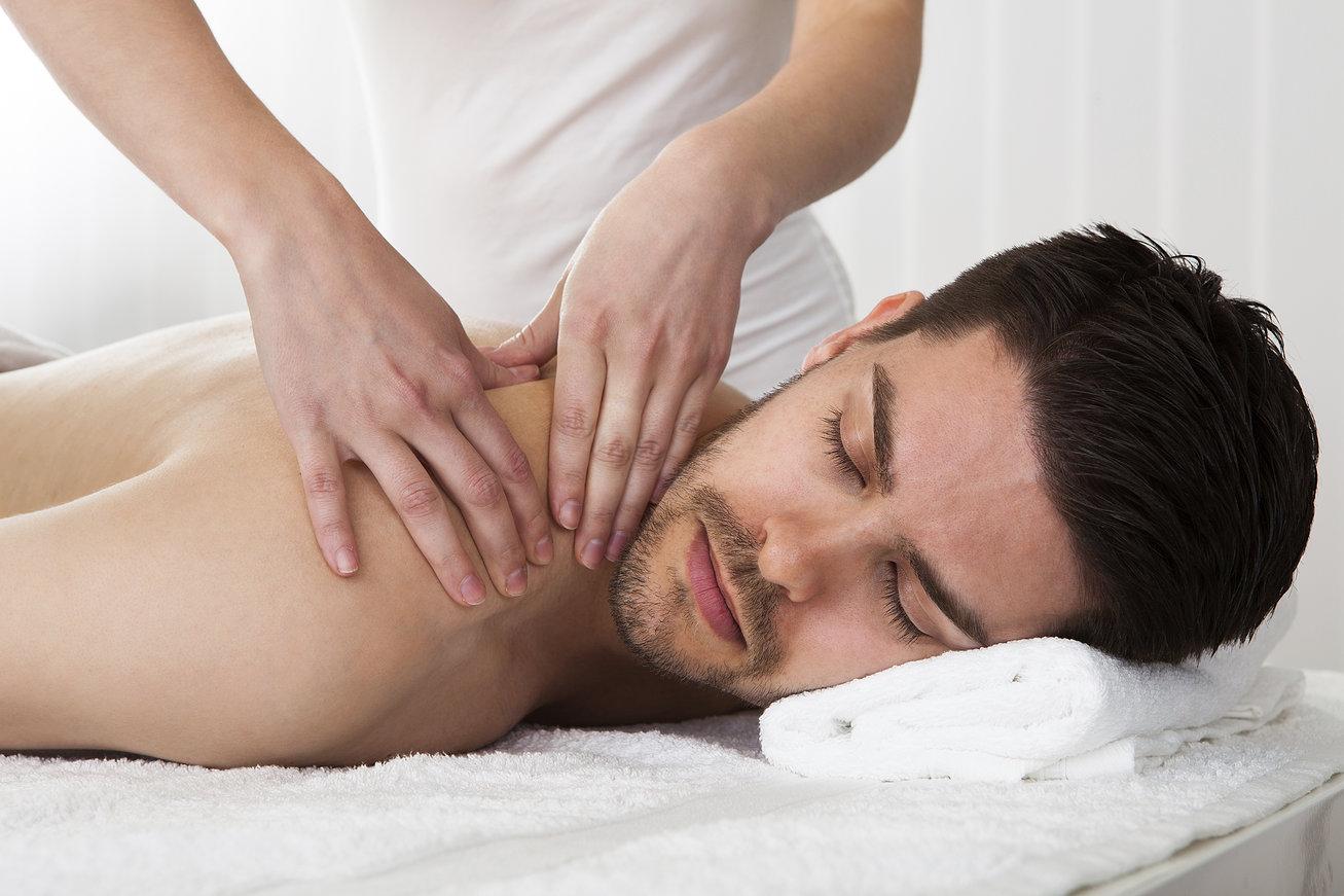 Massage pour homme de 40 ans par esthéticienne diplômée à la Maison Bleue