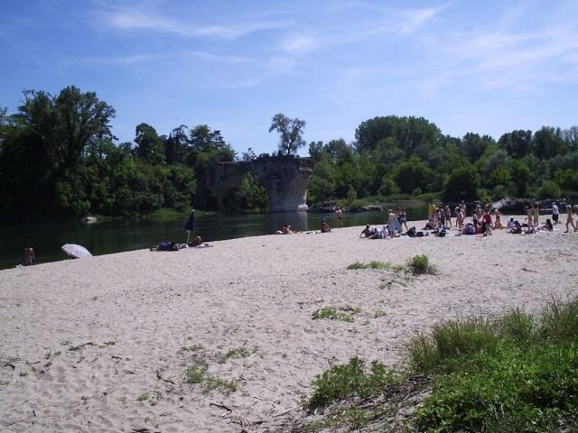 Baignade à Saint Just d'Ardèche, plage du pont cassé, rivière Ardèche