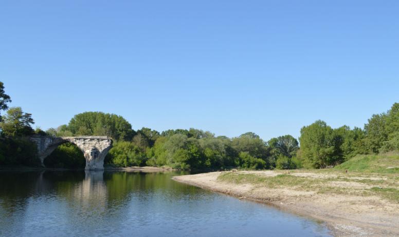 Baignade à Saint Just d'Ardèche, plage du pont cassé, rivière Ardèche (2)