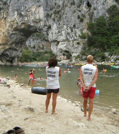 Baignades en rivière en Ardèche en été autour de la Maison Bleue