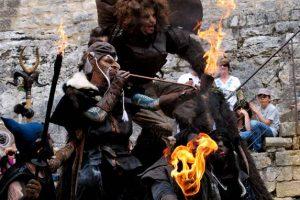 Bestiaire de la fête médiévale des bateliers de Saint Nicolas à Châteauneuf du Rhône - Location grand gîte 20 personnes